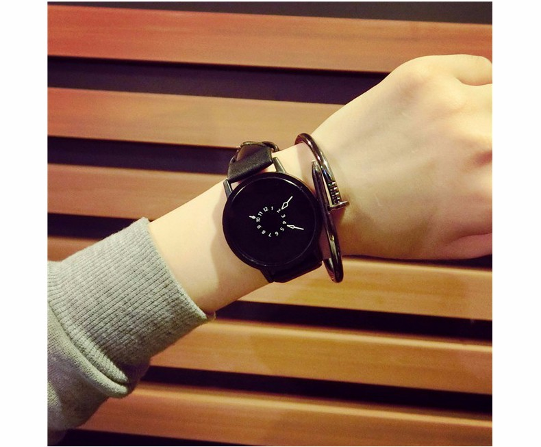 Fashion Style Watch for Men and Women Black Dial