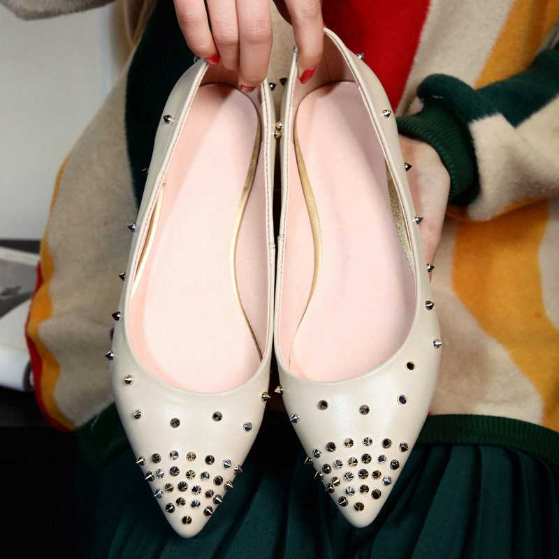 ФОТО 2017 New fashion genuine leather solid women flats classic pointed toe rivets slip on brand shoes European street style shoes 21
