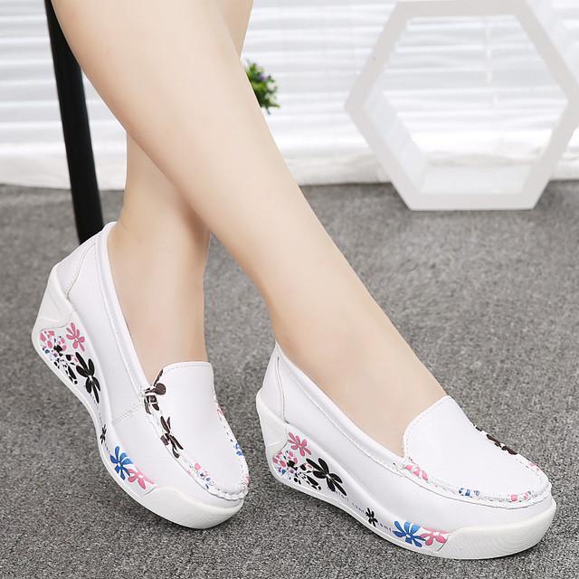 Venda quente das Mulheres Novas de Couro Genuíno Sapatos de Plataforma Cunhas Branco Senhora Sapatos casuais Balançar Sapatos mãe tamanho 35-40