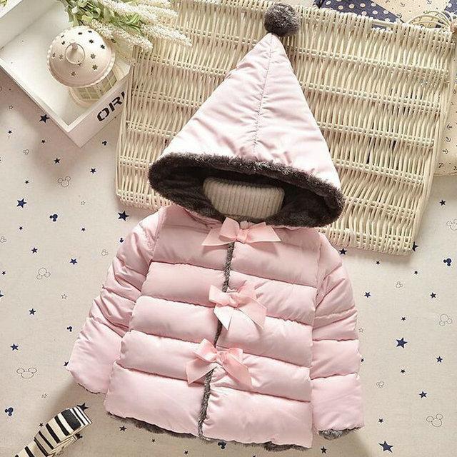 2016 de Invierno Nueva Capa Bowknots Dulces Chaquetas Hallowmas ropa de Abrigo Con Capucha Bebé Bebés Abrigos Color Puro Vellones Prendas de Vestir Niña