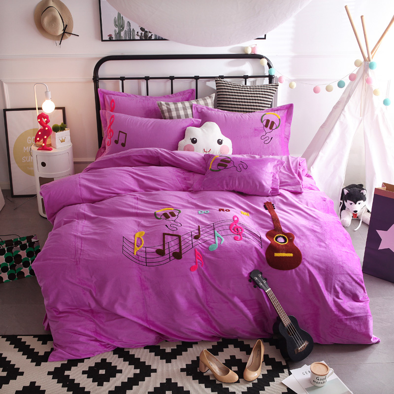 Crystal Flannel fashion notes Bedding set Winter Warm Fleece embroidery Duvet cover set Bed Sheet Queen size 4pcs bed linenCrystal Flannel fashion notes Bedding set Winter Warm Fleece embroidery Duvet cover set Bed Sheet Queen size 4pcs bed linen