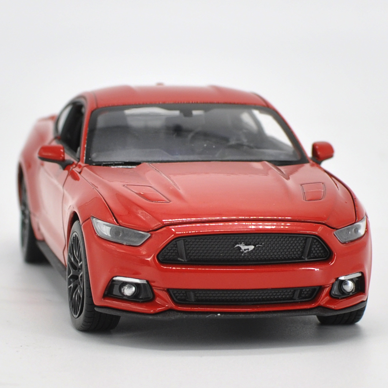 Die-cast Metal Vehicles 1:24 Car Models Coche mkd3 Scale Simulation Auto Toys for Children Sports Carwelly 2015 Ford Mustang