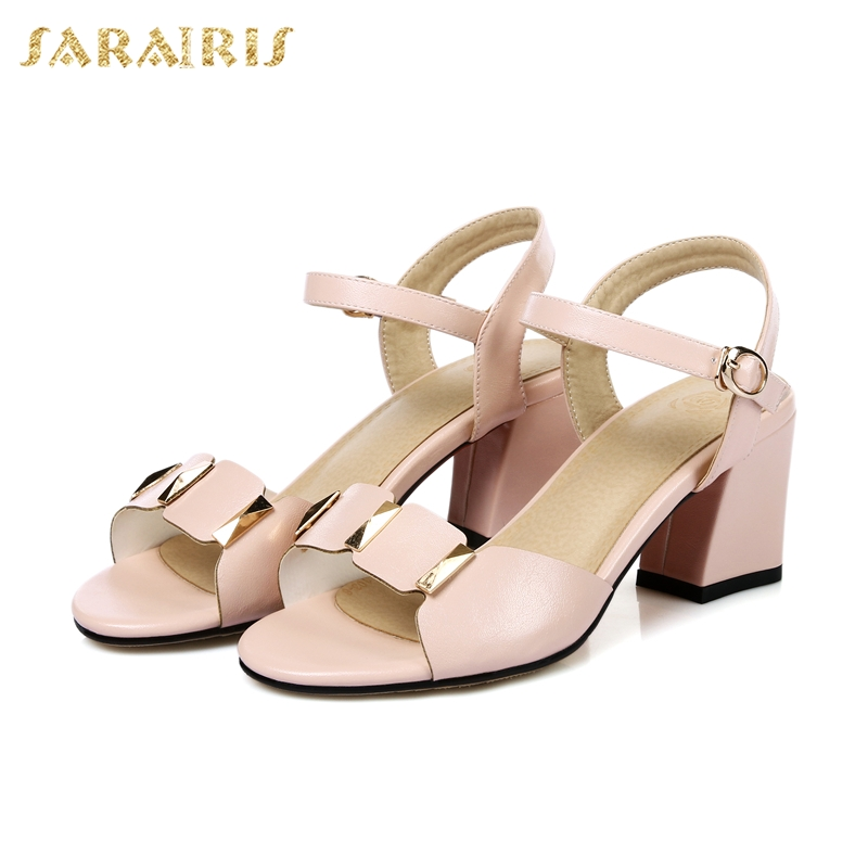 11b97c35d SARAIRIS/Новое поступление; элегантные женские туфли с металлическим  украшением и ремешком на щиколотке;