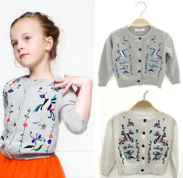 2015 новое прибытие мода Хлопок дети вышитые свитер рубашки серый белый девушки дети вязаный свитер ребенка бренда кардиган