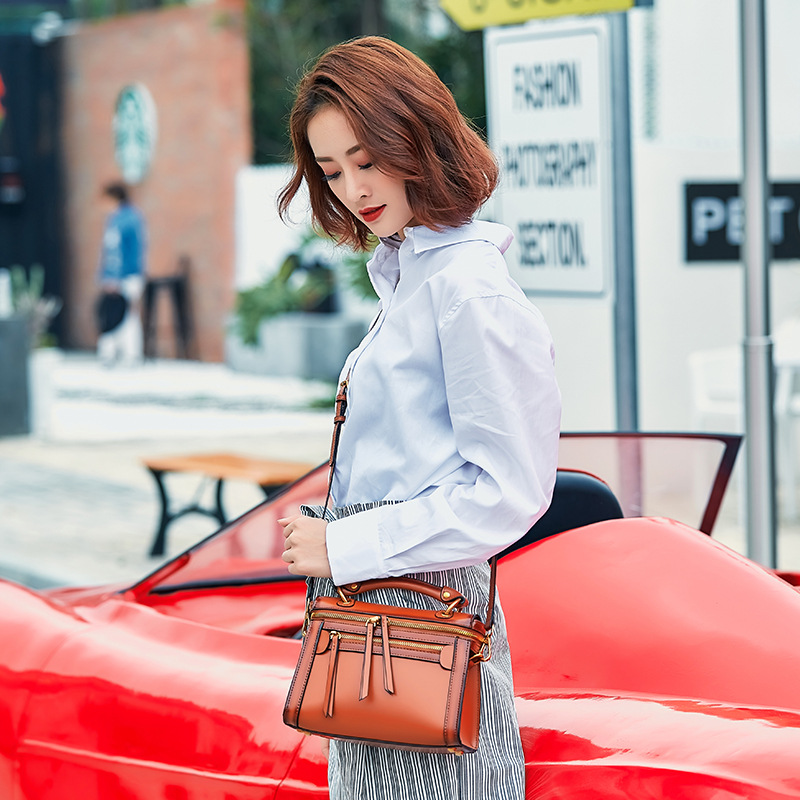 Retro Handbag 2019 New Fashion Boston Leather Shoulder Bag Female Handbag Motorcycle Crossbody Bag Multi-zipper Leather BagRetro Handbag 2019 New Fashion Boston Leather Shoulder Bag Female Handbag Motorcycle Crossbody Bag Multi-zipper Leather Bag