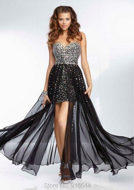 Vestido corto con velo largo negro