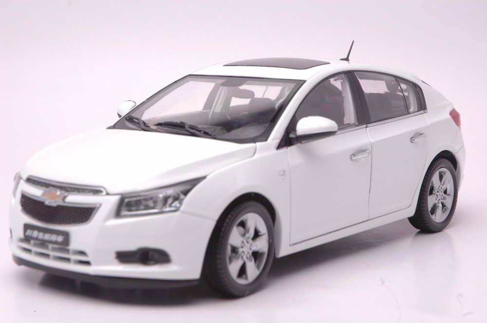 1:18 Diecast Model for Chevrolet Cruze 2012 White Hatchback Alloy Toy Car Collection Gifts cheverolet monza ixo chevrolet car 1 43 model