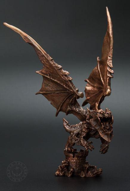 ogrm world of warcraft deathwing neltharion bronze statue. Black Bedroom Furniture Sets. Home Design Ideas