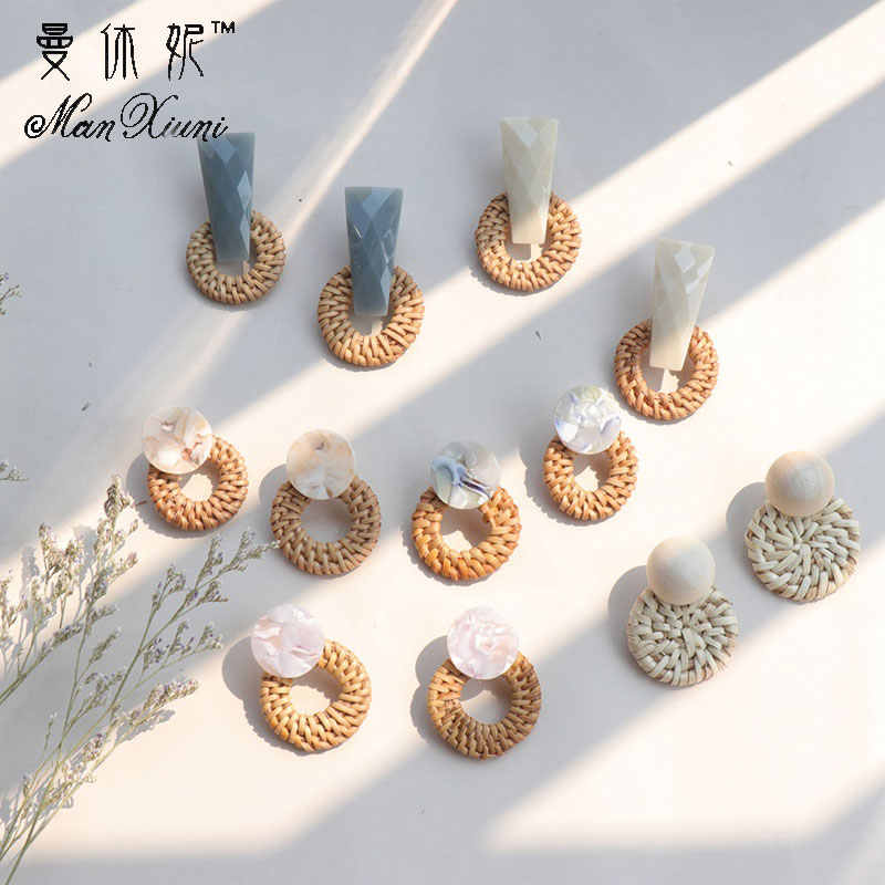 Fashion Bohemian Style Round Straw Woven Dangle Earrings For Women Geometric Exaggerate Round Pendant Statement Jewelry