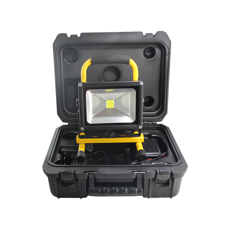 20W LED Flood Light 12V Waterproof IP44 LED Floodlight Spotlight For Outdoor Wall Lamp Garden light with carrying case F026-1B 30% off 2pcs ultrathin led flood light 50w black ac85 265v waterproof ip66 floodlight spotlight outdoor lighting free shipping