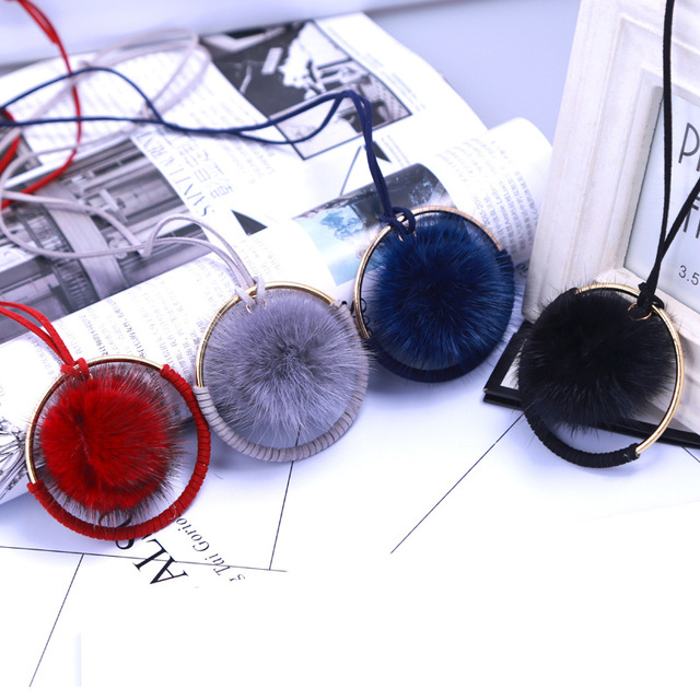 Palla di pelo Pendente della collana Black & Red Palla di Pelo di Coniglio peluche Pelliccia POM Collana per le donne collana Lunga Del Pendente Della Peluche 2017