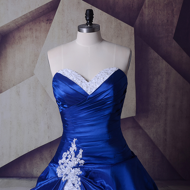 Image 2 - Vintage Royal Blue And White Wedding Gowns Dresses 2018 Sweetheart Lace Up Vestidos De Noiva Plus Size Sexy Long Bridal Dresses-in Wedding Dresses from Weddings & Events
