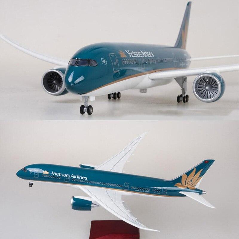 Escala 1/130 47 cm avión Boeing B787 Dreamliner aviones Vietnam Airlines modelo W luz y Ruedas de fundición de avión-in Troquelado y vehículos de juguete from Juguetes y pasatiempos    1