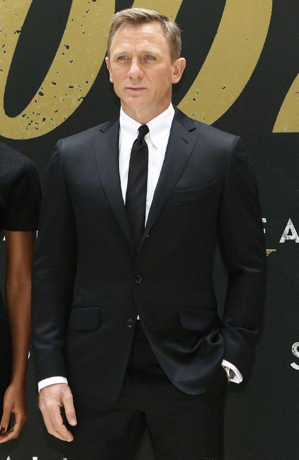 007 James Bond Dress Movie Star Daniel Craig Red Carpenter