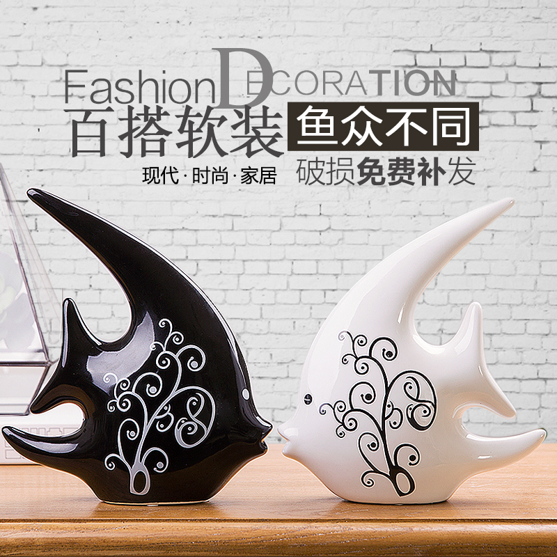 home decoration accessories Furnishing TV cabinet wedding gifts ceramic craft ornaments on black and white couple kiss fish