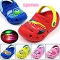 Crianças buraco sapatos de praia verão chinelos para meninos e meninas sapatos de bebê de Flash carro sandália luz F222
