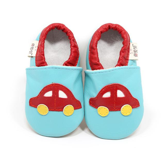Couro genuíno Sola Macia Respirável Anti-slip Low Top Encantador Dos Desenhos Animados Car Costura Impressão Deslizamento em Crianças de Moda Primeiro Walker