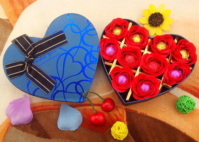 creative valentines day chocolate condoms send male and female friends girlfriends spoof condom gift ideas