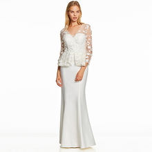 فستان طويل مثير مع توب تل شفاف مزين بالورود الأنيقة