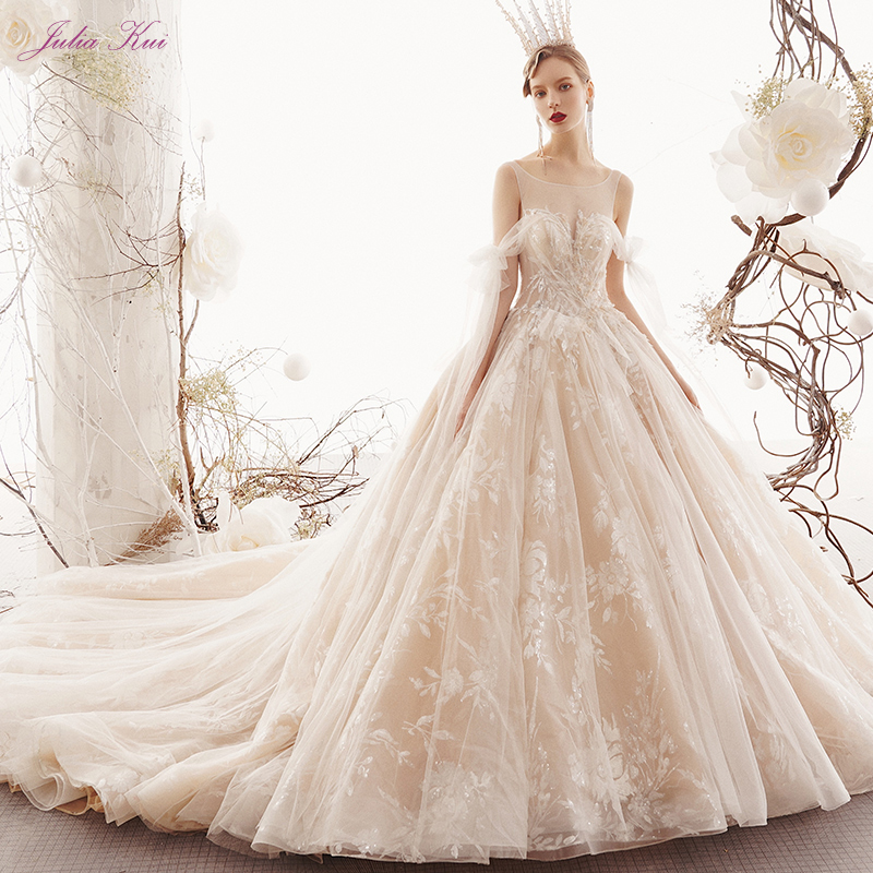 Julia Kui Beauty Appliques Lace Scoop Ball Gown Wedding Dress 2019 Beaded Pearl Crystal Chic Tiered Tulle Long Train Bride Gown