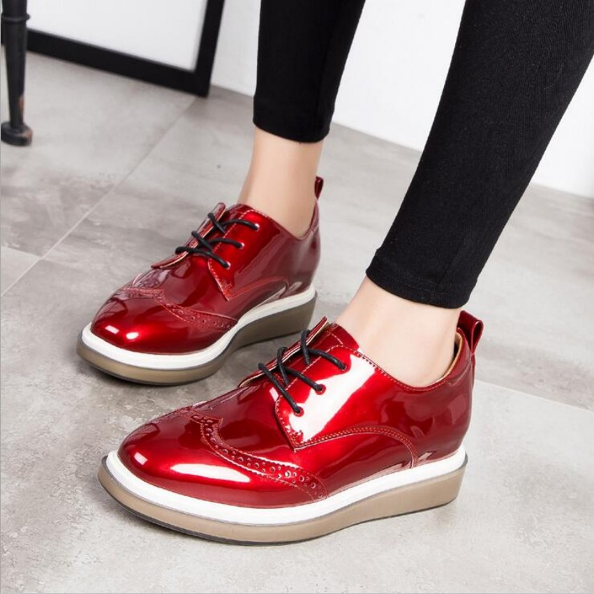 ФОТО 2017 spring Women Platform Shoes Increased Brogue Patent Leather Flats Lace Up Creepers Shoes Flat Brand Oxford Shoes For Women