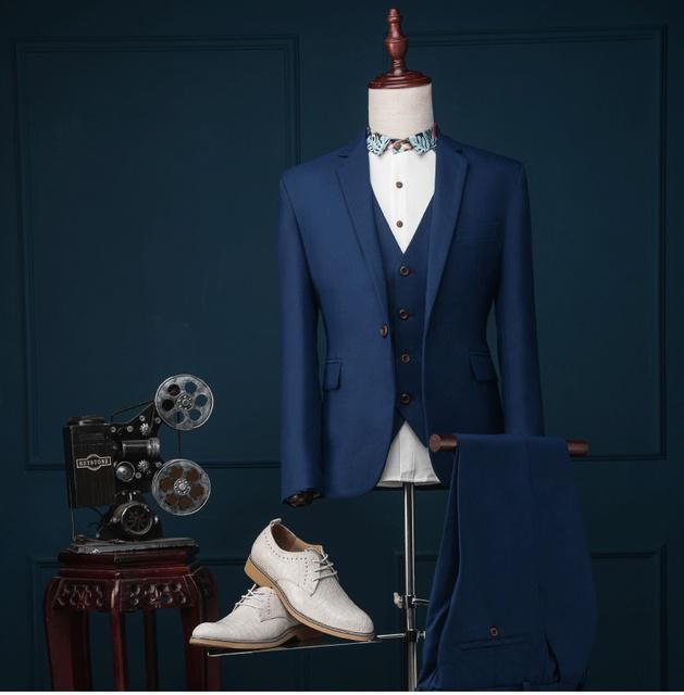 Terno azul (Calças jaqueta + Colete) 2017 Marca Homens Moda Ternos Blazer Magro Escuro Azul do baile de Finalistas do Vestido de Casamento Do Noivo Roupas Singer