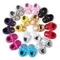 Venta al por mayor 2017 nuevo bebé de moda mocasín romirus bling del arco zapatos inferiores suaves borlas zapatos de bebé zapatos de niño de color caramelo
