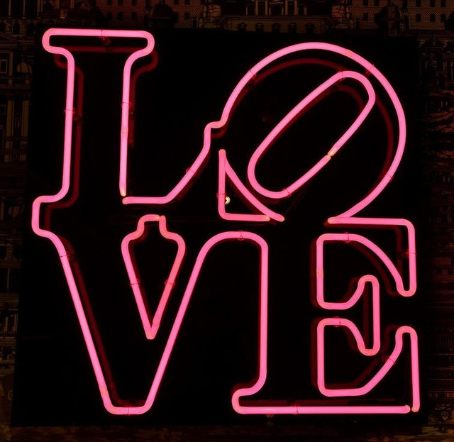 Custom Love Kiss Neon Light Sign Beer Bar
