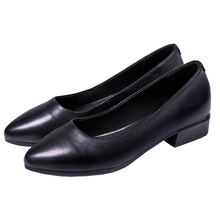 The soft bottom of the leather shoes comfortable black women Low-heel and working