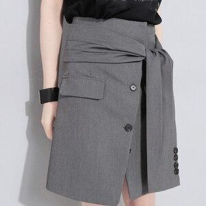 Image 5 - [EAM] تنورة جديدة موضة 2020 للربيع والصيف بخصر عالي مطاطي وزر أسود مزودة بأشرطة تنورة بطول نصف الجسم للسيدات JW185