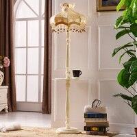 торшер напольный со столиком Спальня гостиной торшер современные светодиодные торшер ночные огни ткань деревянный пол свет отель стоять с