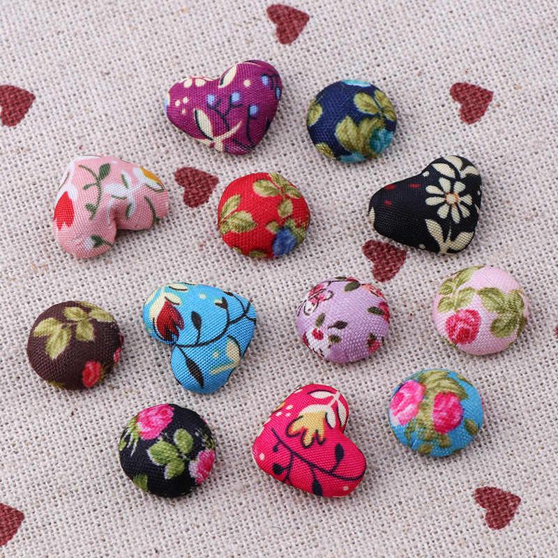 Mieszane kolory 30 sztuk tkanina w kwiaty w kształcie serca w kształcie serca pokryte okrągły guzik Flatback Cabochon DIY przyciski dekoracyjne Scrapbooking