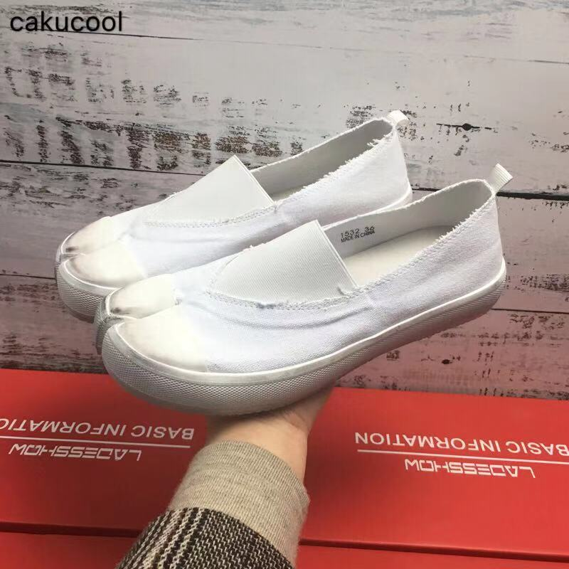 Cakucool Canvas shoes spring female 2019 new small white wild flat Korean version of the toe