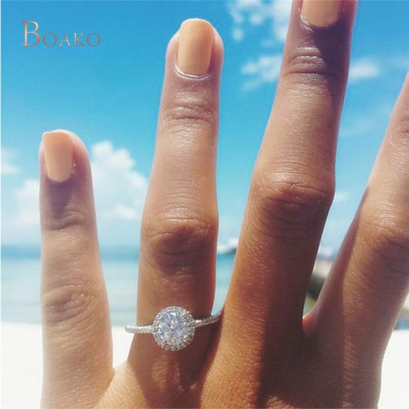 e2bac25f48e6 2019 de lujo gran ronda de diamantes de imitación de cristal anillo de boda  con gran Cubic Zircon anillos de compromiso para la joyería de las mujeres  Z4 ...