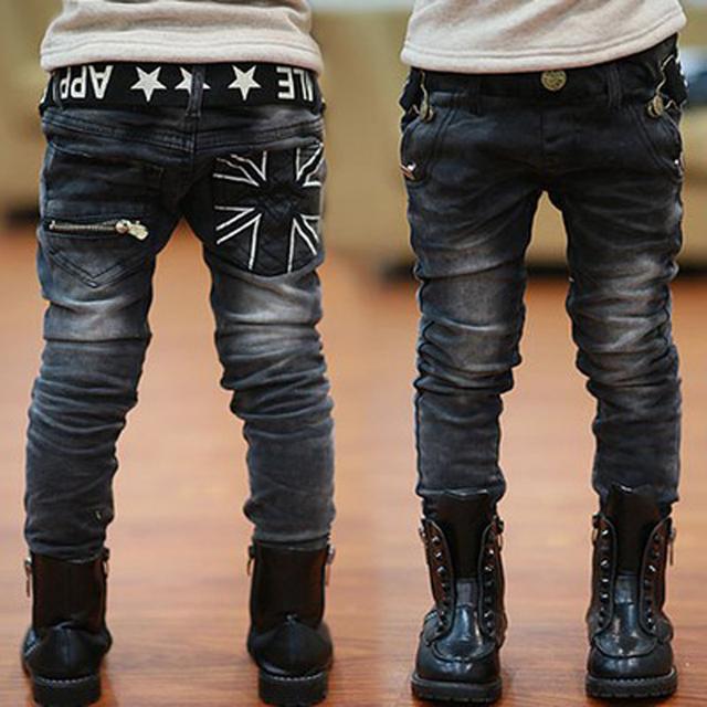 2016 Moda jeans meninos outono crianças letras cinto bolso com zíper casuais calças compridas & inverno mais grossa de veludo calça jeans menino calças