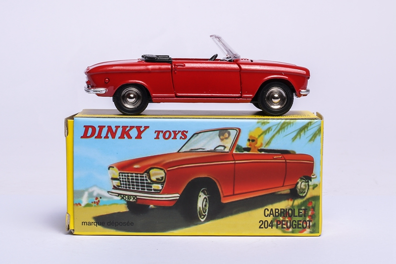 ATLAS 1 43 DINKY TOYS 511 CABRIOLET Peugeot 204 ALLOY DIECAST CAR MODEL