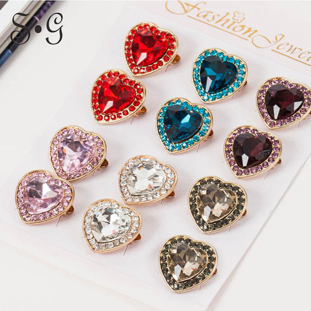 12pcs lot Heart Shaped Brooch Pin Scarf Clips Gold-color Jewelry Vintage  Trendy Style for Women Corsage Rhinestone Accessory 0133ff1f2b36