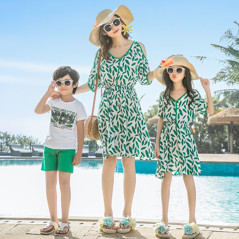 leaf mother daughter off shoulder dresses mommy and me clothes family matching outfits look mom mum and daughter dress clothing in Matching Family Outfits from Mother Kids