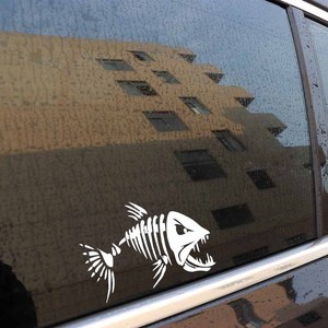 Image 5 - Yjzt 17.8*12.6 cm 미친 물고기 재미 있은 전사 술 창 장식 비닐 스티커 오토바이 액세서리 C4 0750