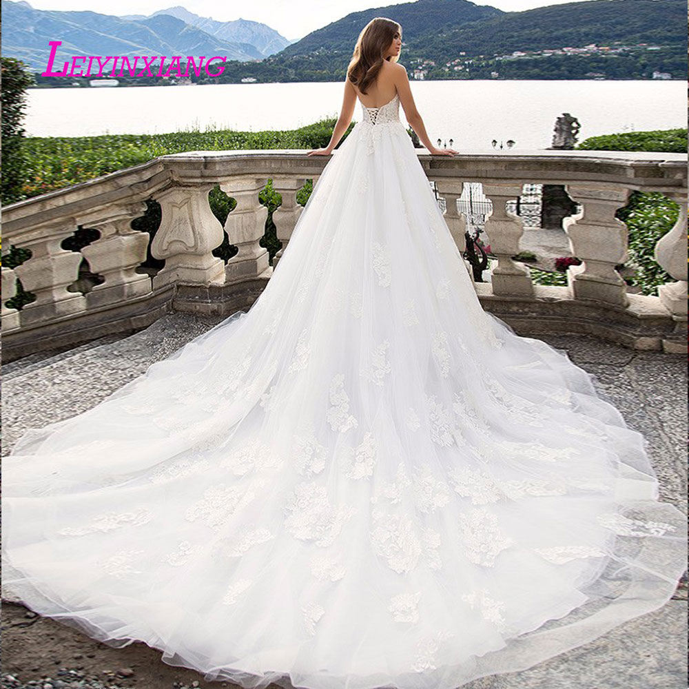 Image 2 - leiyinxiang 2019 Wedding Dress Vestido De Noiva Sereia Robe Sexy Ball Gown Lace Luxury Bride Dress Elegant Appliques Strapless-in Wedding Dresses from Weddings & Events