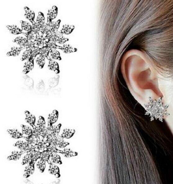 ac1301bc7f91 Lotes 10 pairs Fashion Crystal rhinestone copo de nieve estrella perno  prisionero del oído del pendiente de la boda joyería nupcial para las  mujeres al por ...