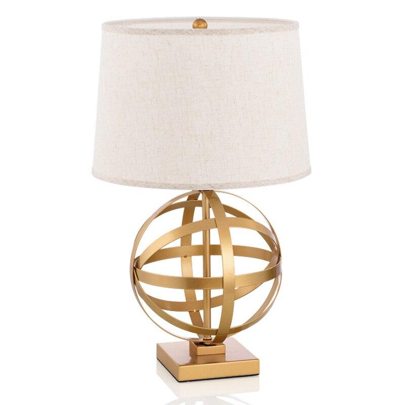Postmoderní americký venkovský retro zlatý železo textilie vedl E27 stolní lampa pro obývací pokoj Ložnice Studie H 55cm stř.