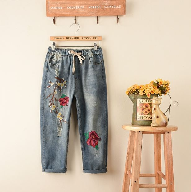 2017 Hot Explosion Models Fashion Women Jeans Casual Ladies Hole Jeans Straight Denim Ripped Flower Embroidery Jeans For Women