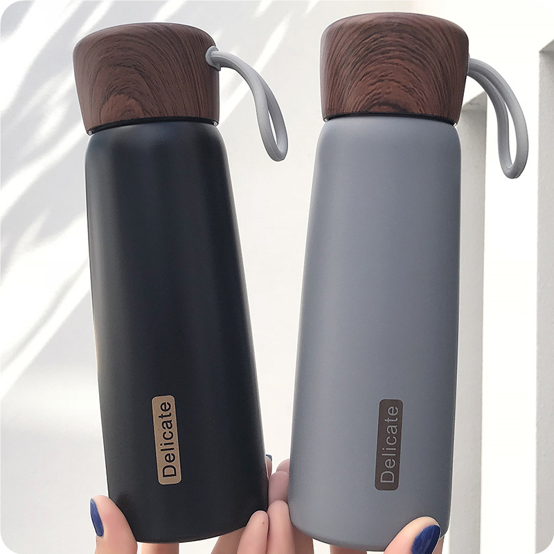 Brief Thermal Insulation Water Bottles 500ML With Rope Grain Lid Design 304 Stainless Steel Body