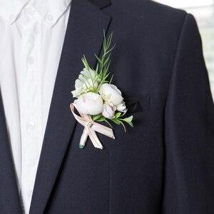 Image 2 - JaneVini 2019 جديد الزهور الاصطناعية العروس العريس Boutonniere الصدار الأبيض المعصم الزهور مجموعة الزفاف كورسج و Boutonnieres
