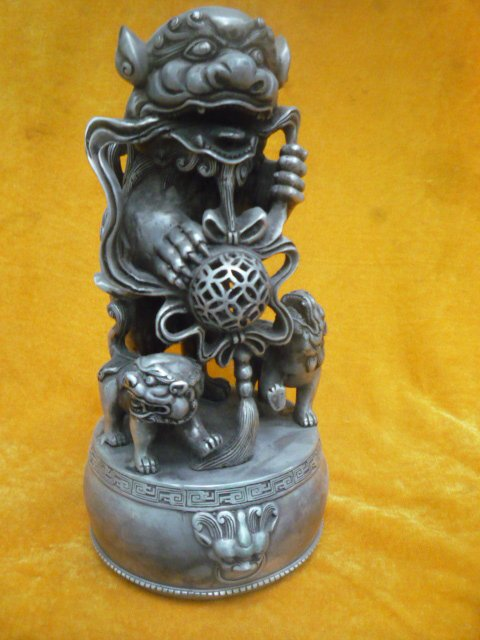 Lovely Old silver Statue/ Sculpture---- lions playing  ball,6kg weight,  best collection&adornment,free shippingLovely Old silver Statue/ Sculpture---- lions playing  ball,6kg weight,  best collection&adornment,free shipping
