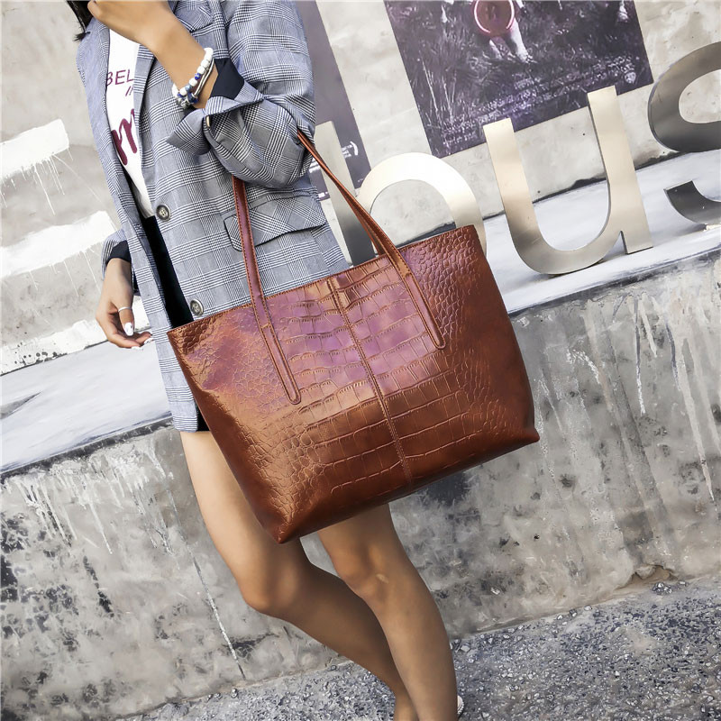 a1a47fc4524a Luxury Crocodile Handbag Women Retro Leisure Large Shoulder Bag Female High  Quality Causal Totes for Daily