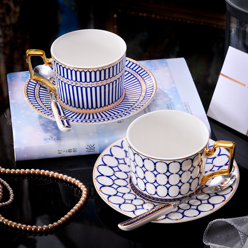 Europe Ceramic coffee cup saucers set With Spoon Heat-resistan Handgrip Afternoon tea cups Water cup ware mugs Milk ceramics cup