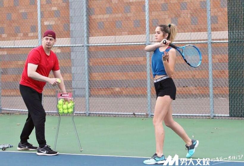 網球小妞激似妙麗,還沒打過公開賽我也要搶先看練跳繩是怎么晃動啊!