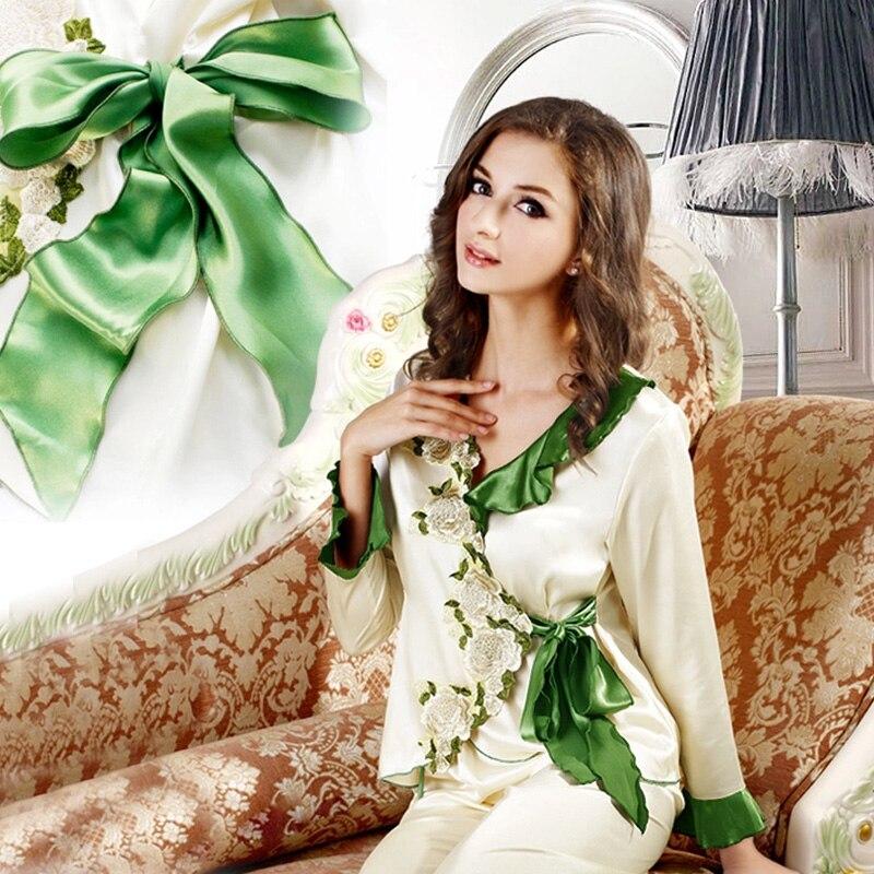 Eleganten ženski komplet sandana Pijama Ženski pižama Silk Sheer Saten Pižama vezene bele vrtnice in zeleni ovratni pas